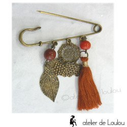 broche rouge | red brooch