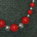 Collier de perles rouge