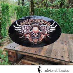 Grande plaque en métal Harley ailes tête de mort embossée