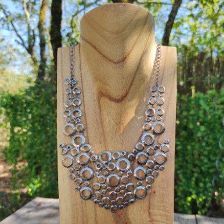 Achat collier en métal comme des bulles